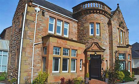 The nine-bedroom Ayr Gatehouse is near Culzean Castle and the Robert Burns museum.