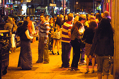 Glasgow bars to get 'extra' hour?