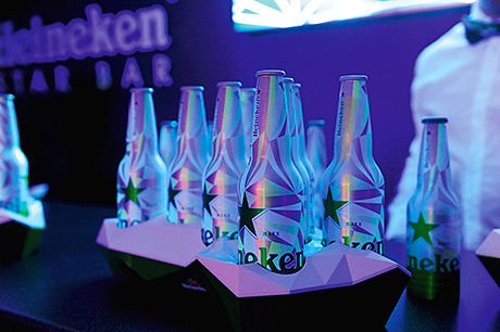 • Light up the night: the aluminium bottle features a special 'glow in the dark' label.