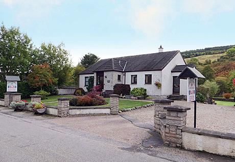 • The Glen Rowan Guest House is located in Lewiston, near Drumnadrochit.