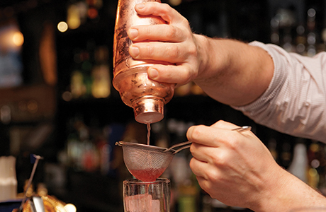 011_shutterstock_pouring cocktail