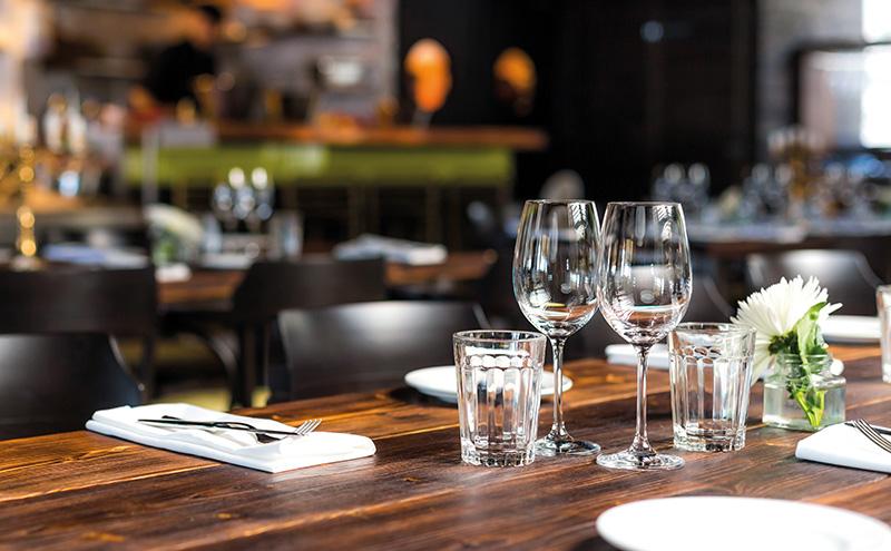 012_restaurant table set