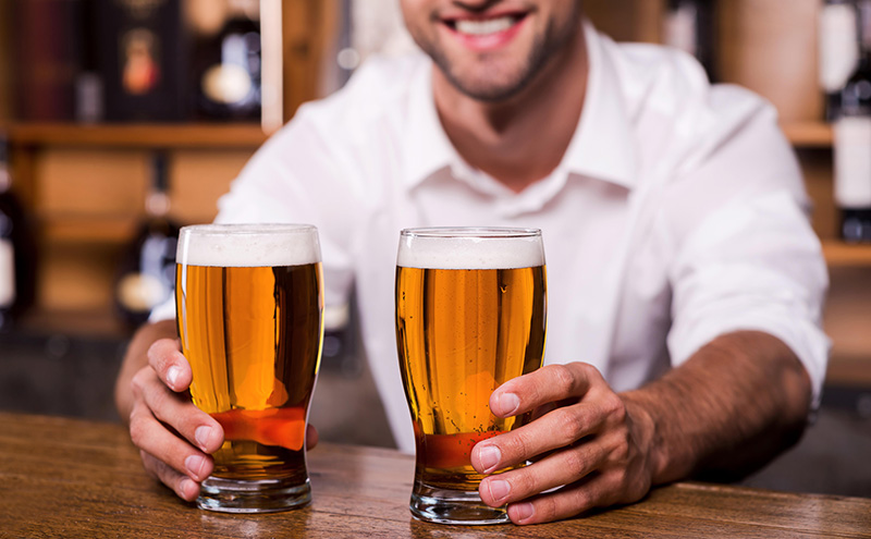 shutterstock_barman with pints (Admiral story)