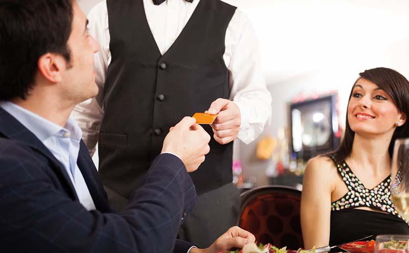 shutterstock_couple in restaurant