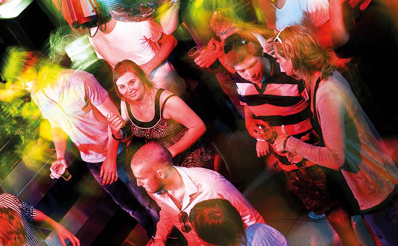 shutterstock_busy-club