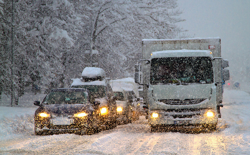 truck-in-snow