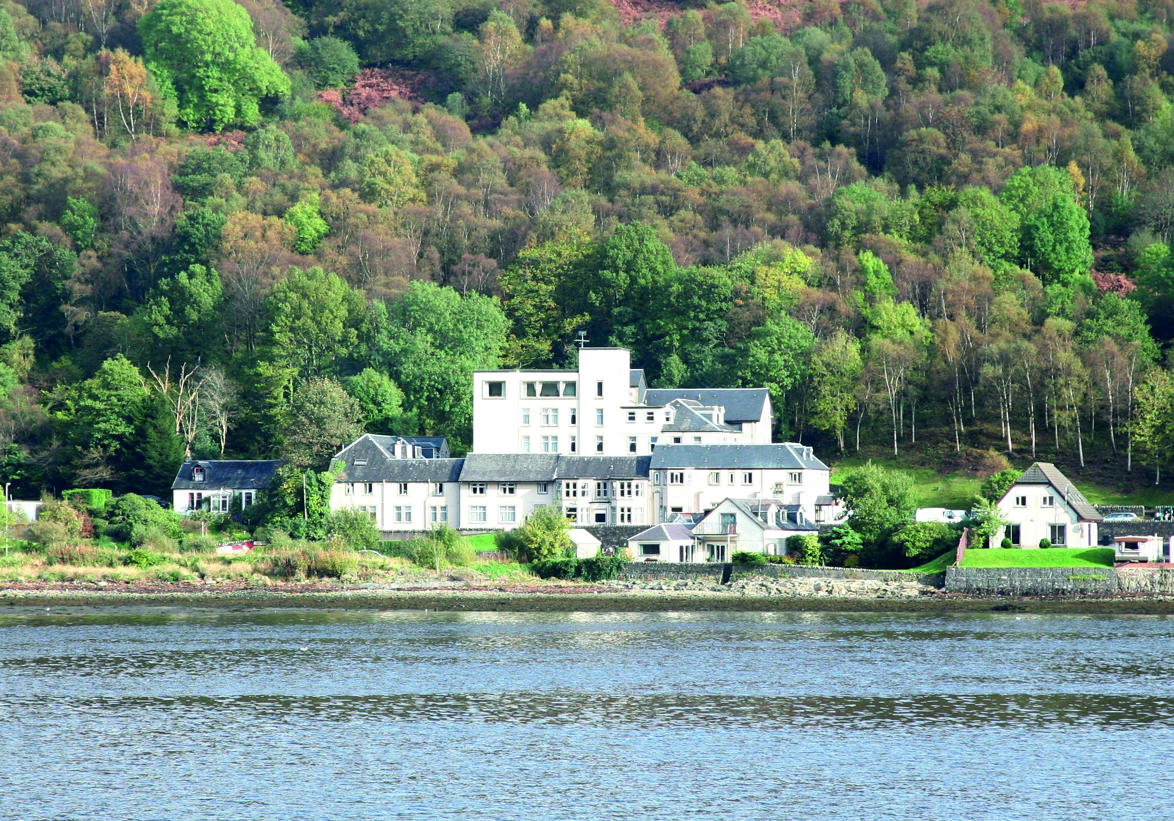 Loch-side hotel changes hands