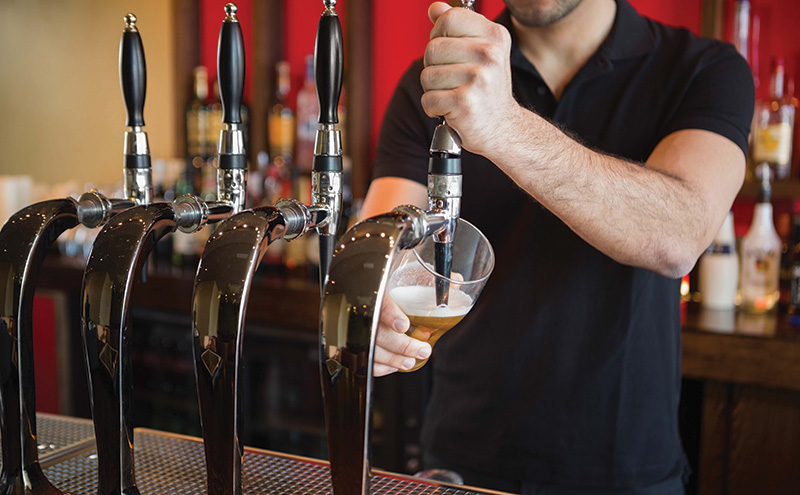 shutterstock_barman-pouring-pint