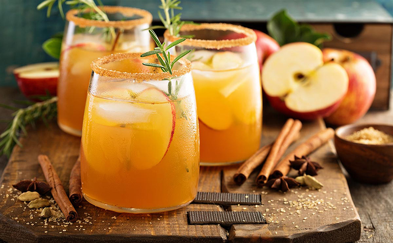 Apple cocktail