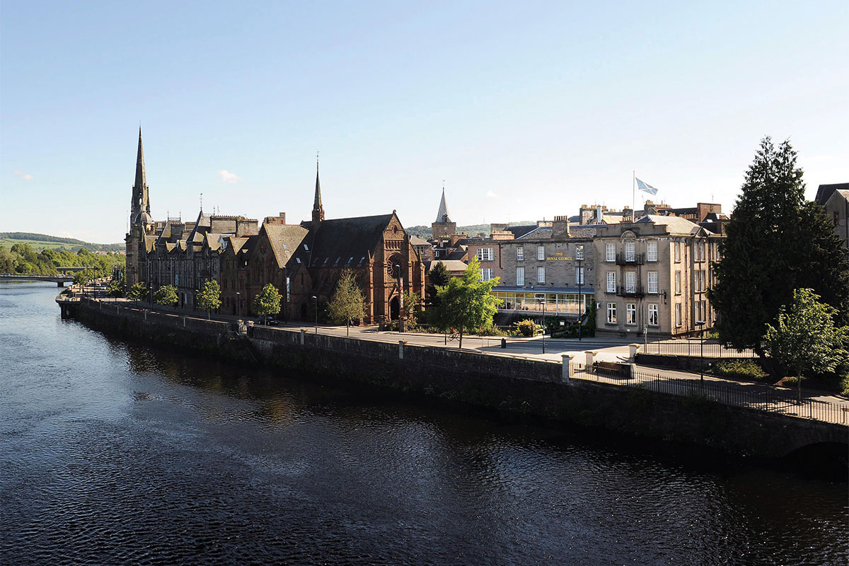 The Royal George Hotel on the river Tay
