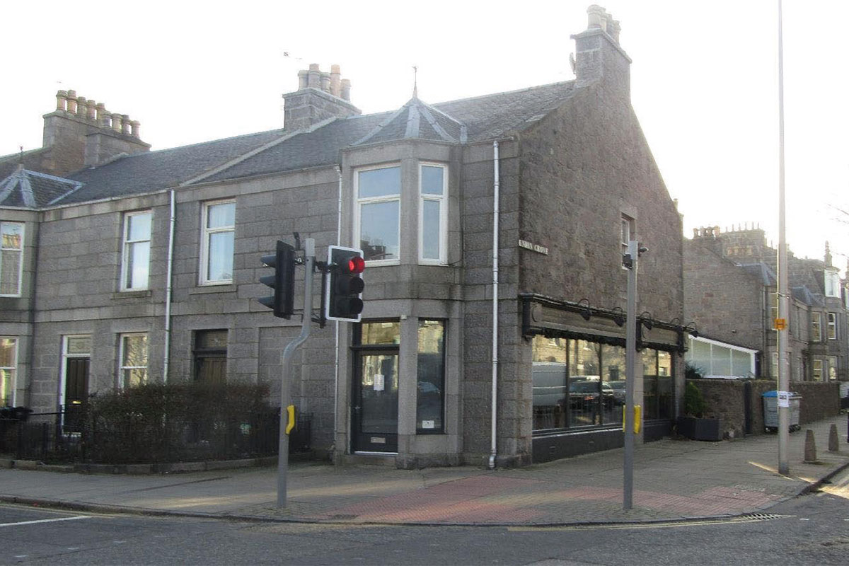 The café an has off and on-sales licence.
