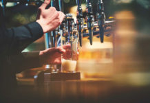 MARSTONS_pouring_a_pint