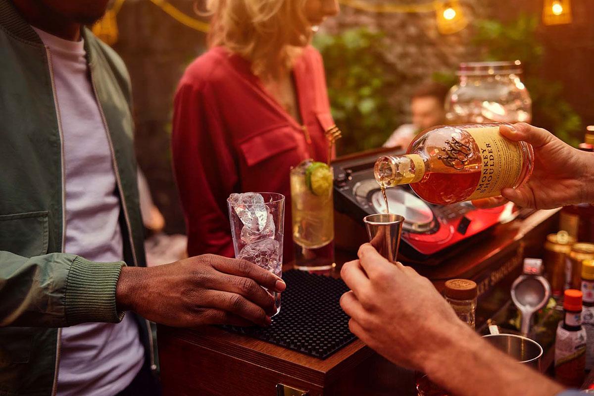 barman-pouring-monkey-shoulder